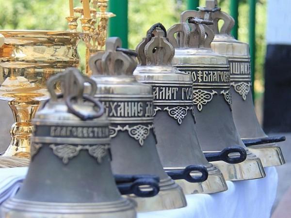 Преосвященнейший епископ Симон освятил колокола в храме Святой Троицы г. Шахты