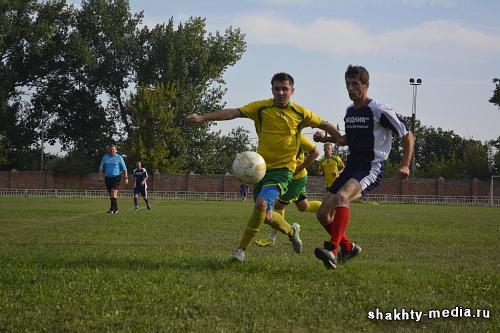 Борьба за кубок города Шахты по футболу завершилась победой команды «КДВ-Яшкино»
