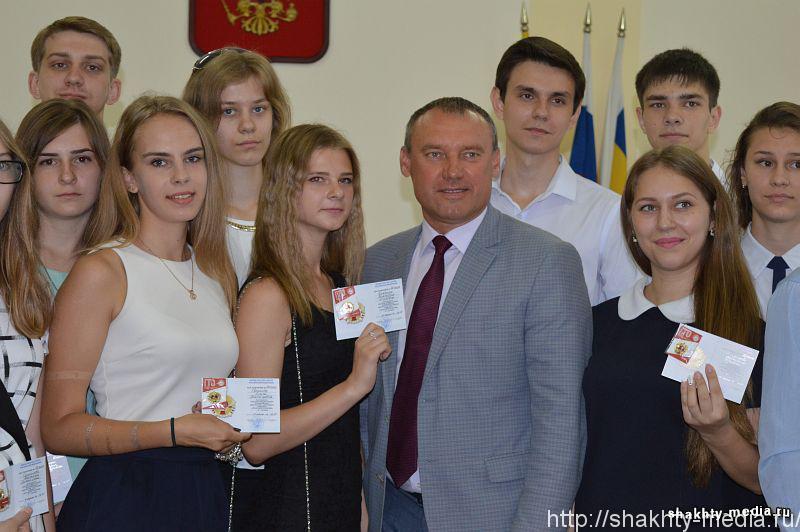 Шахтинским выпускникам вручены знаки отличия ГТО