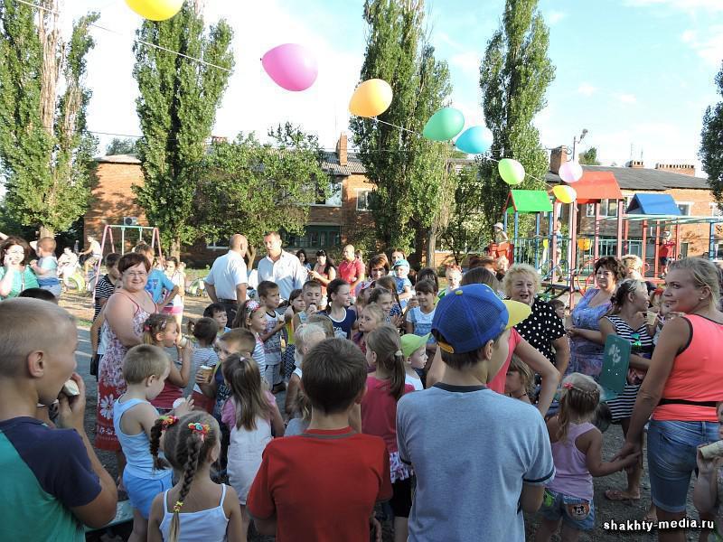 Открылась детская площадка в Артемовском районе города Шахты