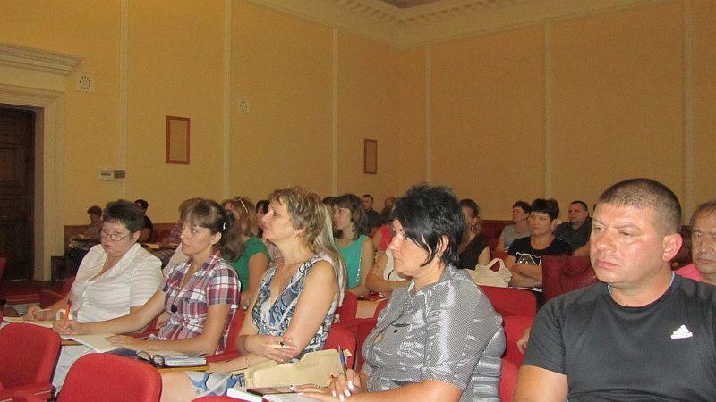 Шахтинцы встретились с начальником жилищной инспекции области