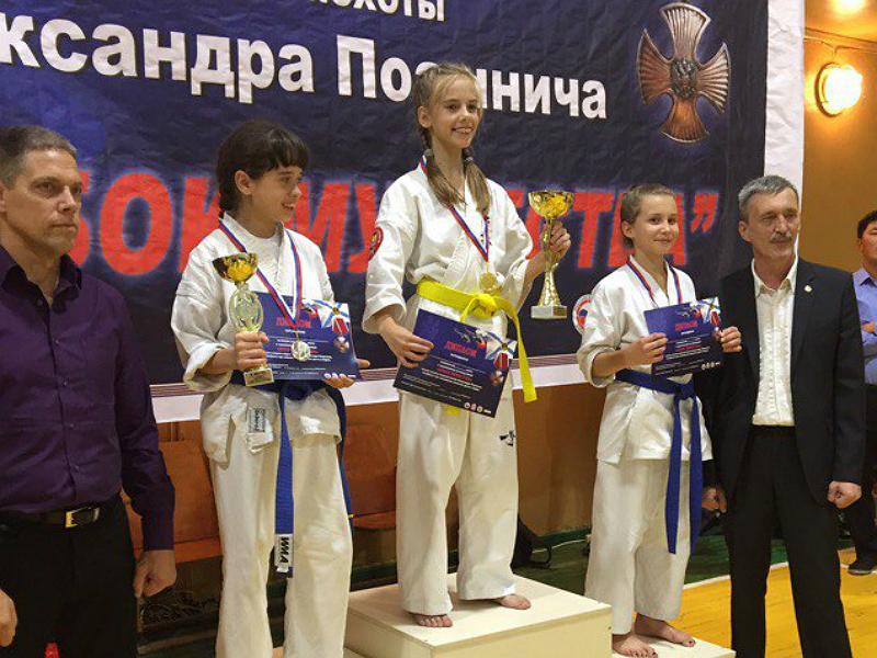 Шахтинка Полина Коршкова победила в областных соревнованиях по киокушинкай каратэ
