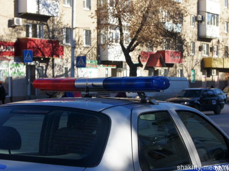 Шахтинец обокрал автомобиль на автозаправке