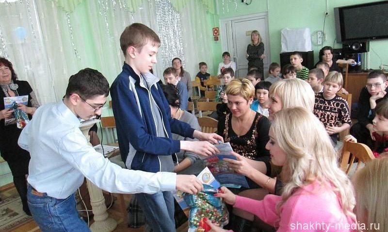 В День российской печати 15 семей РЦ «Добродея» получили подписку на «Шахтинские известия»
