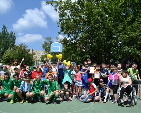 В Шахтах команда «Сборная Добродеи» победила в турнире по мини-футболу