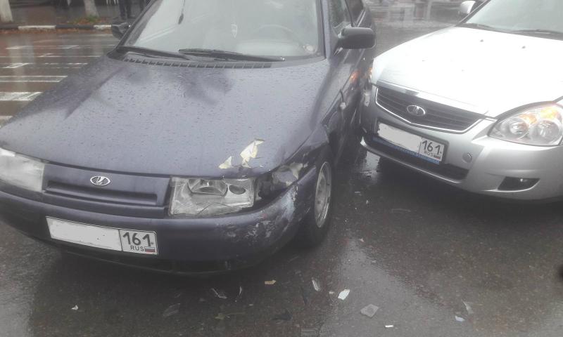 В аварии на перекрестке в центре города пострадала семилетняя девочка