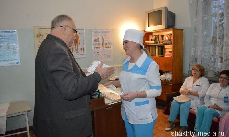 Медсестры БСМП г.Шахты Наталья Еськова и Лидия Хрипкова награждены Благодарственными письмами