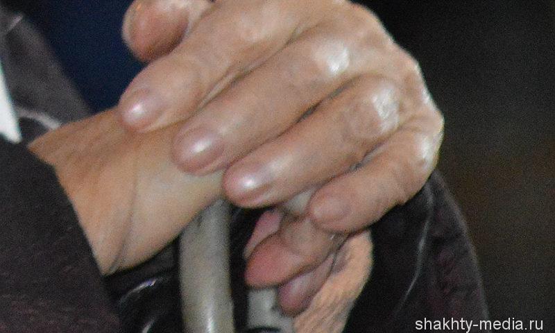 Мошенники из Ростовской области обманули 20 пожилых москвичей