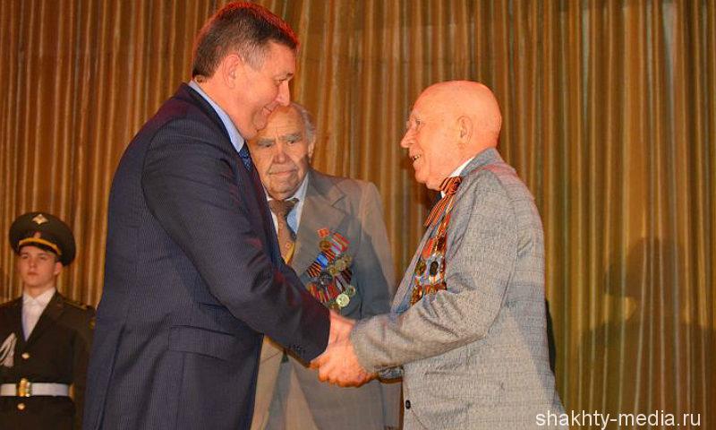 В Шахтах награждены активные патриоты и волонтеры