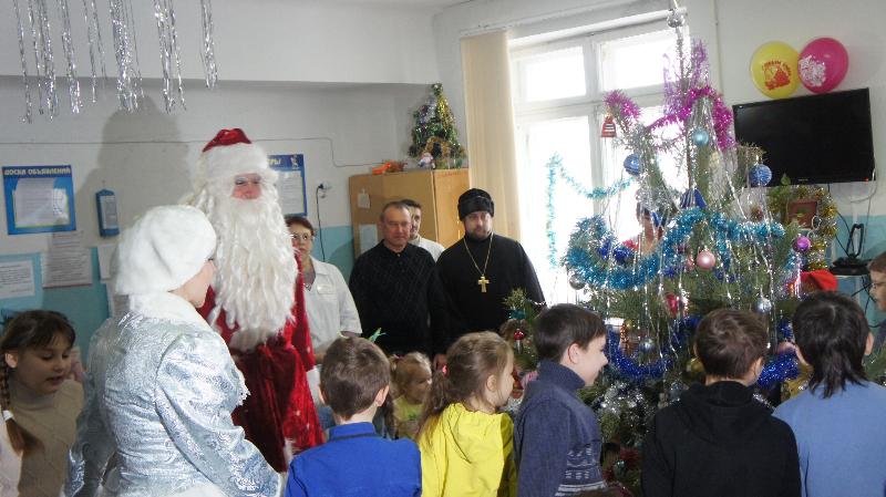 Дед Мороз и Снегурочка посетили Детскую городскую больницу