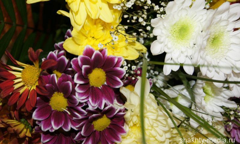 Шахтинец вынес из магазина цветов на 30 тысяч рублей
