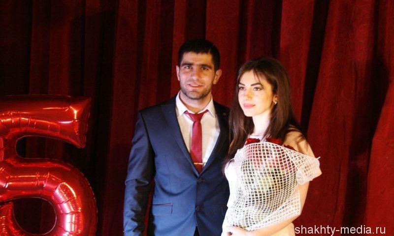 "Президент СК ""Боец"" Мхитар Аветисян сделал предложение любимой девушке на юбилее клуба"