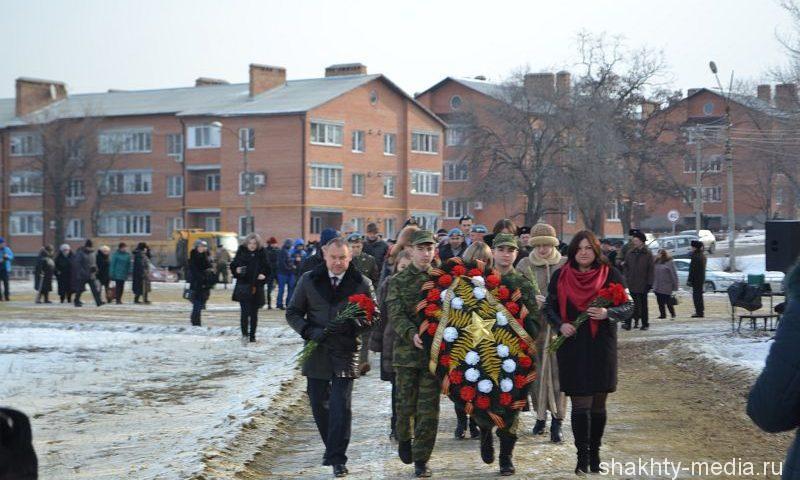 """Шахтинцы возложили цветы на мемориале """"Жертвам фашизма"""""""
