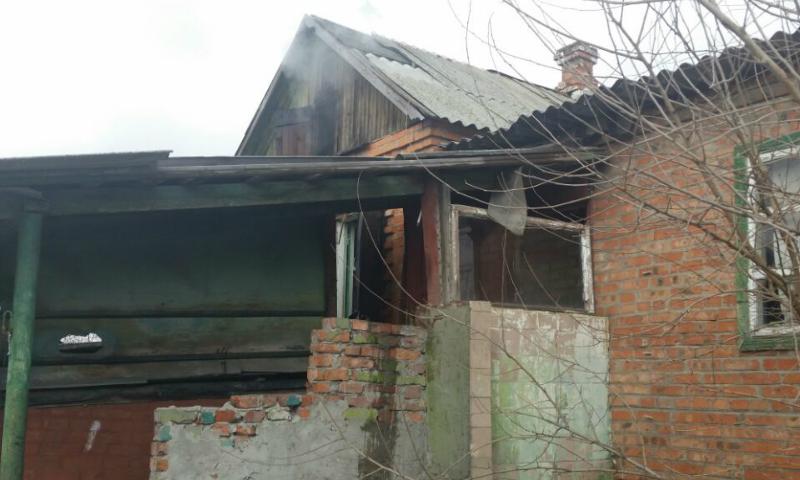 В Шахтах выгорела часть дома на улице Филипчукова