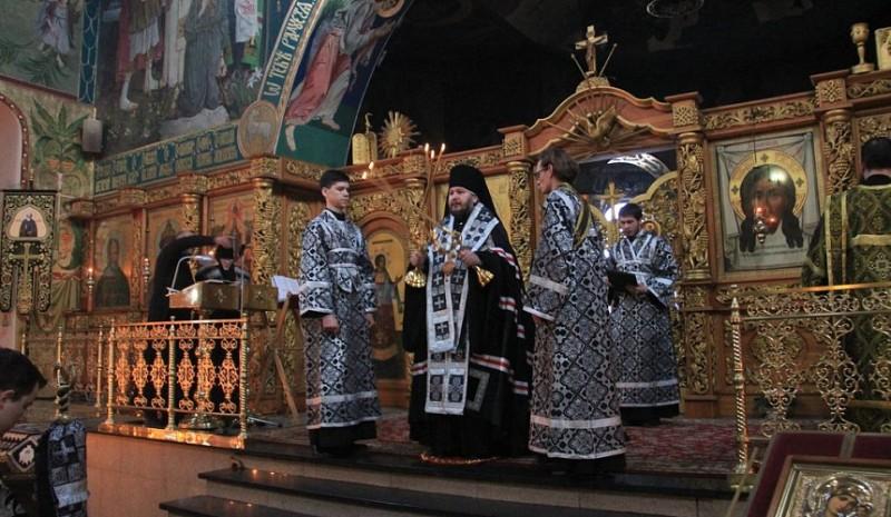 Епископ Симон совершил вечерню с чином прощения в  кафедральном соборе г. Шахты