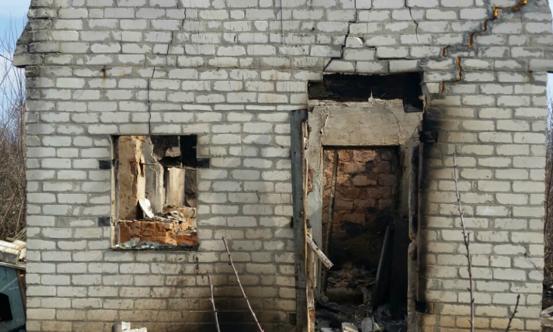 В Шахтах сегодня днем сгорел дачный дом на улице Виноградная
