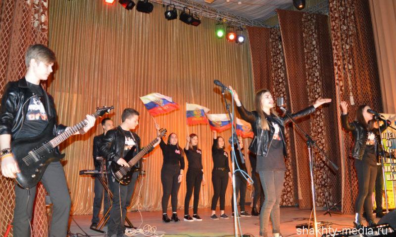 Шахтинцы показали свои таланты на городском конкурсе «Гвоздики Отечества»
