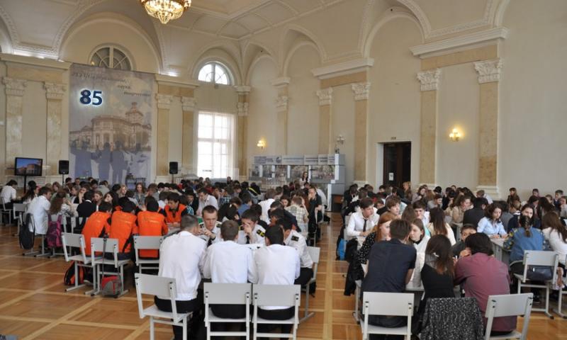 Шахтинские гимназисты приняли участие в ежегодном турнире по спортивной интеллектуальной игре «Что? Где? Когда?»