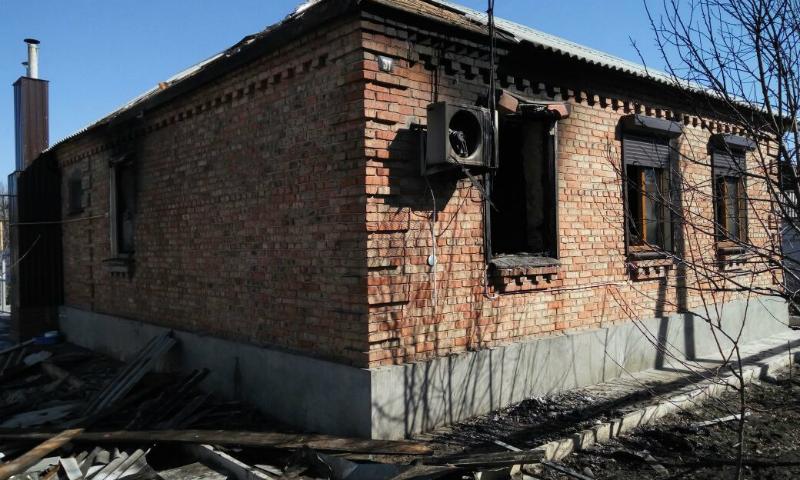 В Шахтах на улице Константиновская выгорела часть дома