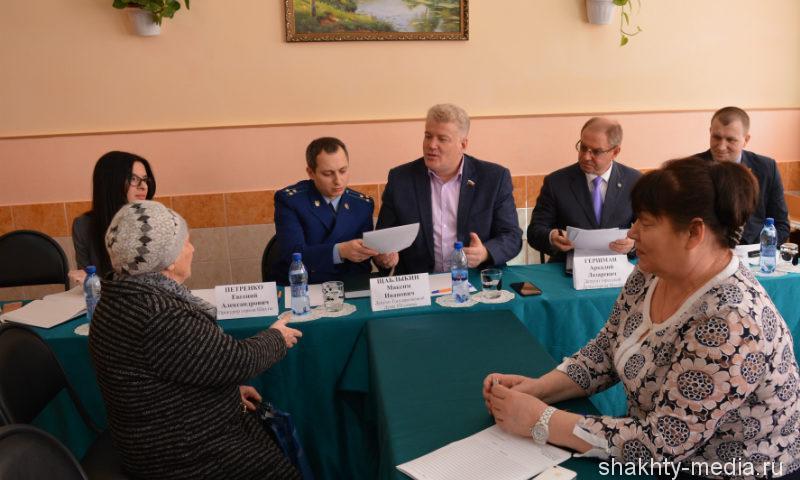 Депутаты и прокурор г.Шахты провели совместный прием граждан