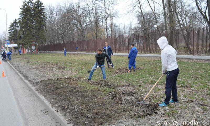 Студенты техникума «Дон-Текс» г.Шахты вышли на уборку территории в день чистоты
