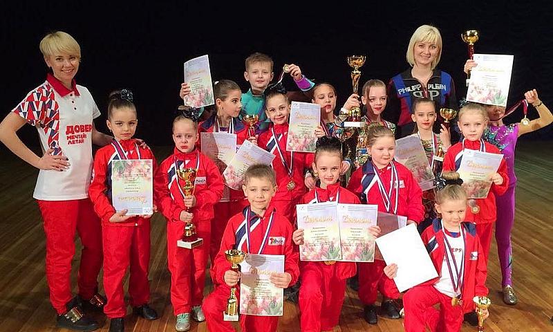 Шахтинские спортсмены привезли 13 наград с турнира по акробатическому рок-н-роллу в Волгограде