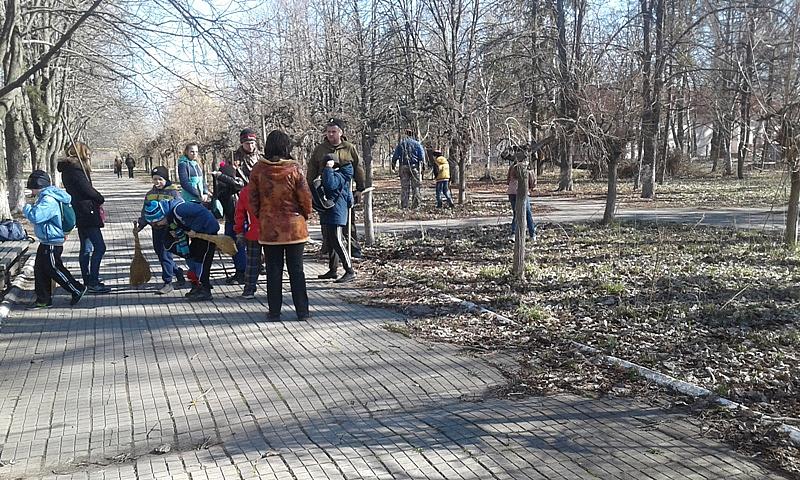 Более 50 человек приняли участие в Дне чистоты в поселке им. Артема г.Шахты