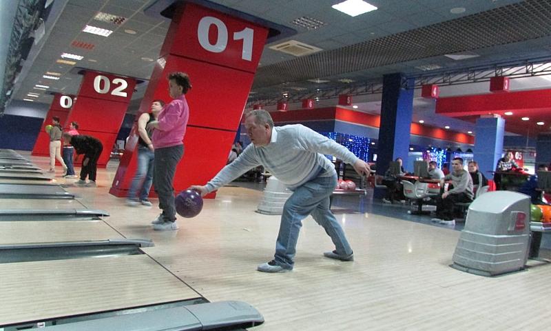 Шахтинский психоневрологический интернат готовится к областным соревнованиям по боулингу