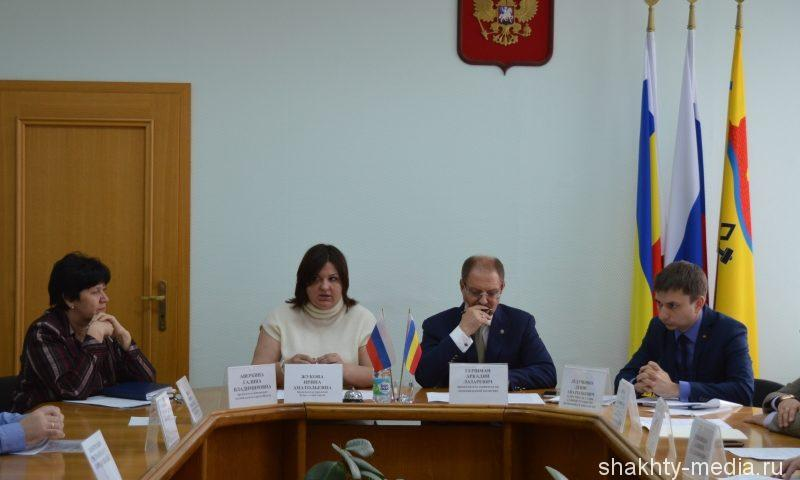 Депутаты обсудили проблему застройки футбольного поля в поселке Машзавод