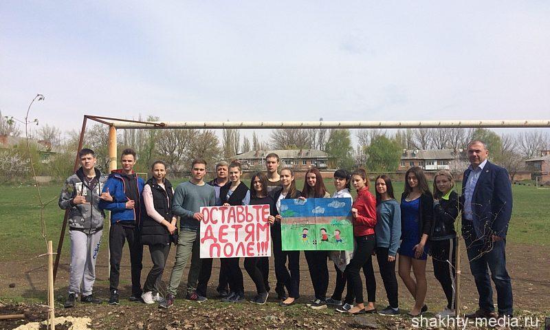 Жители поселка Машзавод стали на защиту стадиона