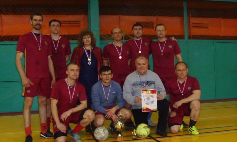 Шахтинские пожарные стали победителями турнира по мини-футболу
