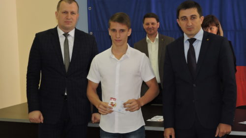 В департаменте по физической культуре и спорту г. Шахты прошла церемония вручения значков ГТО