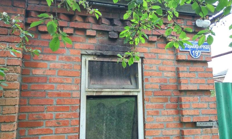 В Шахтах сгорел дом на улице Старокирпичная