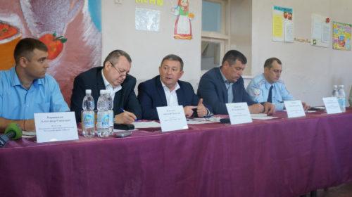 Глава администрации г.Шахты провел информационную встречу с жителями в школе №4