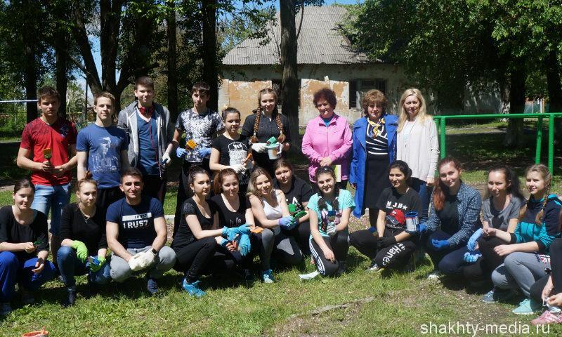 Выпускники сделали подарок школе №8 г.Шахты своими руками