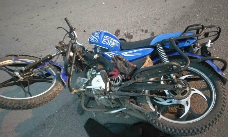 В Шахтах 16-летний водитель мопеда врезался в «Дэу Нексия»
