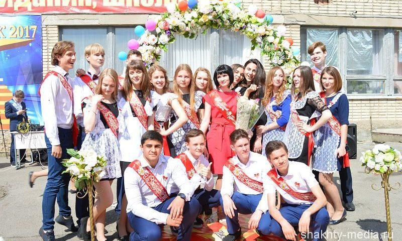 В Шахтах выпускники школы № 20 приготовили подарок для своих учителей (ФОТО, ВИДЕО)