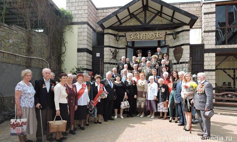 Шахтинские ветераны отпраздновали День Победы в ресторане «Замок»