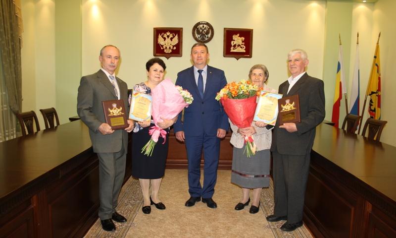 Шахтинские семьи награждены знаком Губернатора Ростовской области «Во благо семьи и общества»