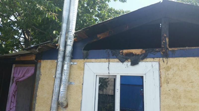 В Шахтах из-за короткого замыкания чуть не сгорел дом в поселке Аютинский