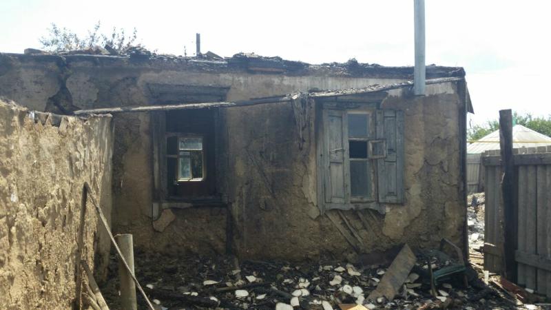 В Шахтах в ночь с 20 на 21 июня в поселке Фрунзе загорелось домовладение