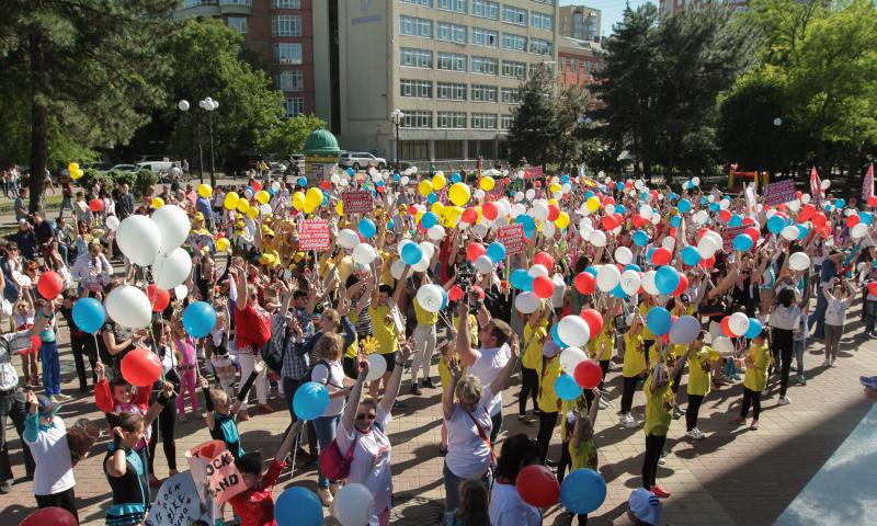 Спортсмены Шахтинской Федерации акробатического рок-н-ролла приняли участие в торжественном открытии Всероссийской акции «Танцуй в парках»