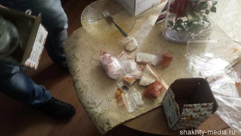 Во время обыска у шахтинки было обнаружено более 350 граммов психотропного вещества