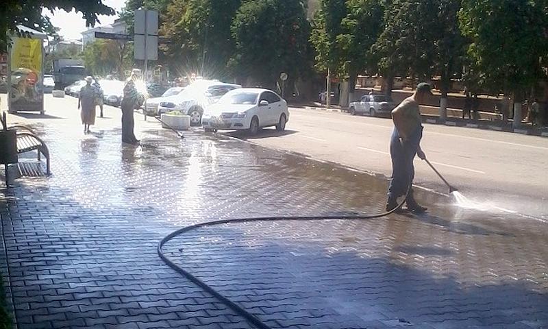 Площадь Ленина в Шахтах приводят в порядок