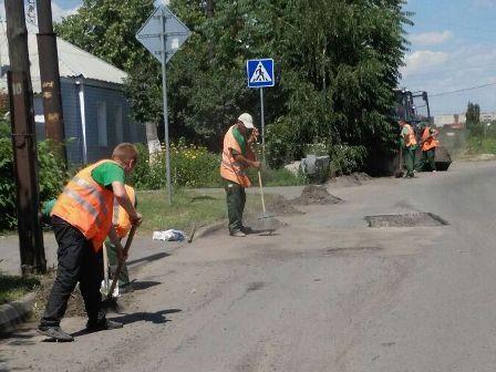 В Шахтах продолжаются работы по благоустройству улиц города