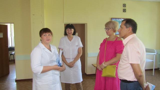 Депутат Госдумы Александр Каминский познакомился с работой шахтинских ЛПУ