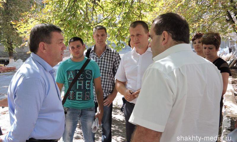 Глава администрации г. Шахты  проверил ход ремонта школы №5
