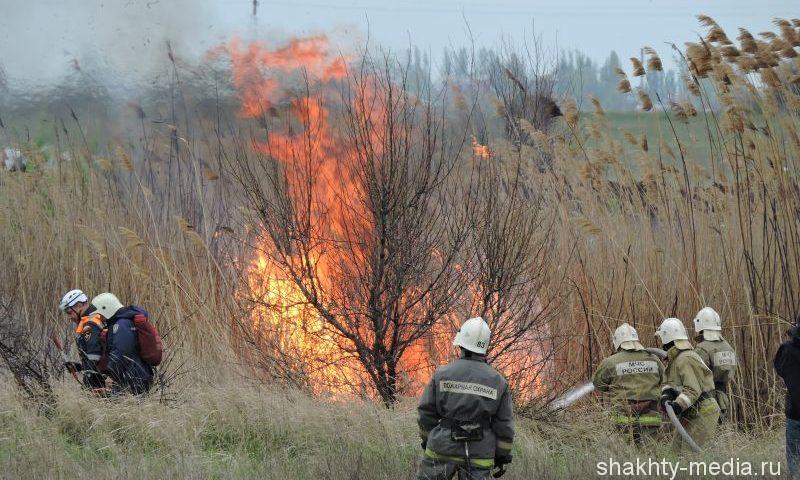 В Шахтах участились случаи  возгорания сухой растительности