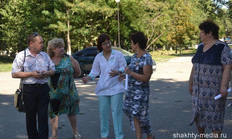 Шахтинцы прогулялись с  доктором  в поселке Красина