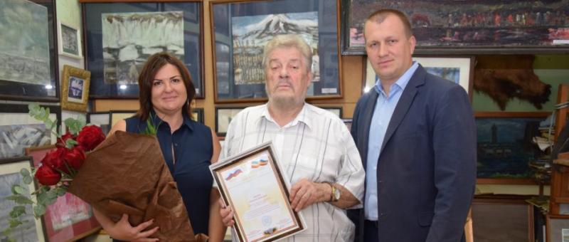 Заслуженного художника Владимира Дикого наградили памятным знаком  «80 лет Ростовской области»